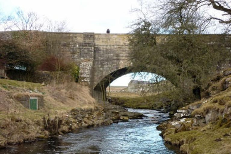 Dibbles Bridge (CC licensed by Karl and Ali via Wikimedia Commons)