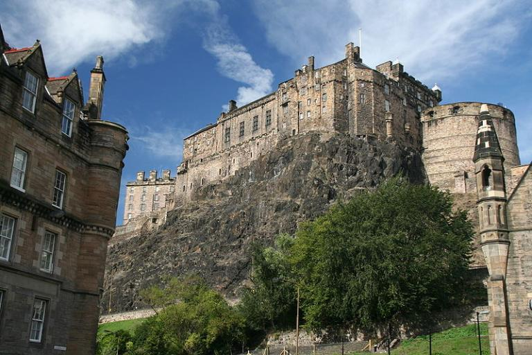 Edinburgh Castle by Klaus Hermsen.jpg