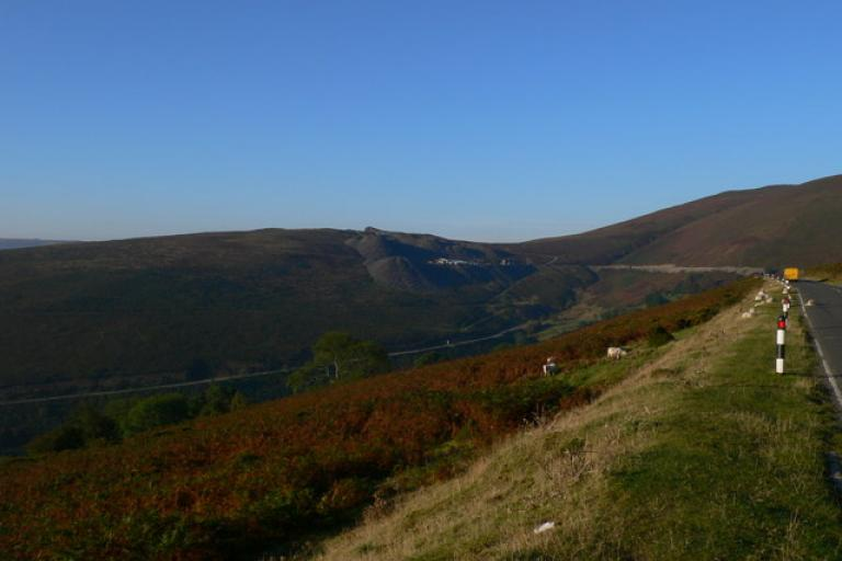 Horseshoe Pass from www.geograph.org.uk .jpg
