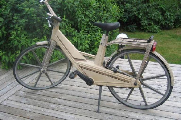 Itera plastic bicycle (Wikimedia Commons)