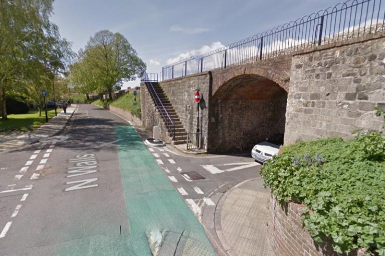 Junction of North Walls and Chapel Street (image from Google StreetView)