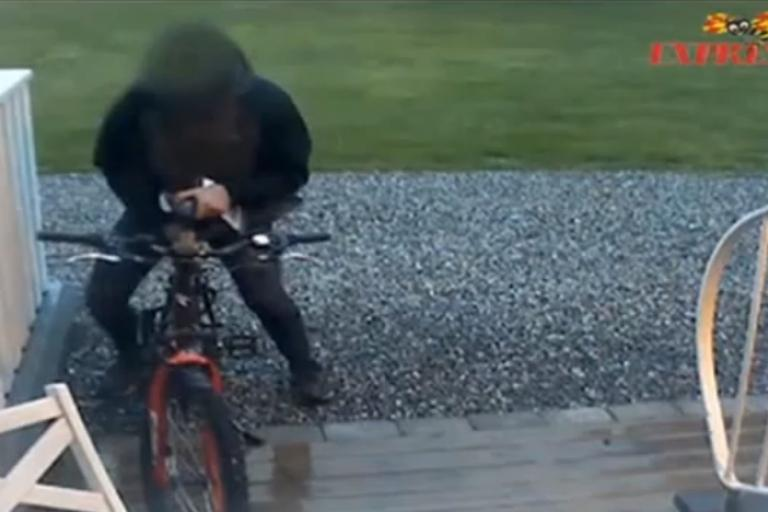 Man filmed having sex with a bike YouTube.png
