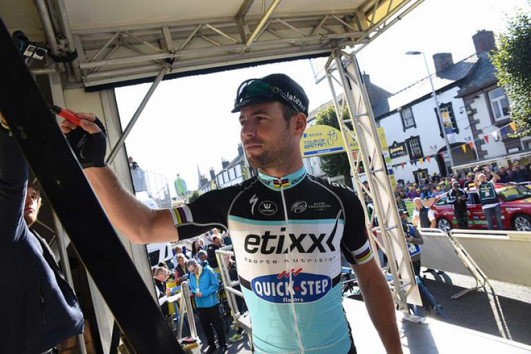 Mark Cavendish signs on at 2015 Aviva Tour of Britain (picture credit SweetSpot)