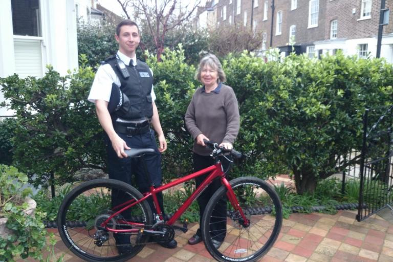 Metropolitan Police reunite owner with stolen bike
