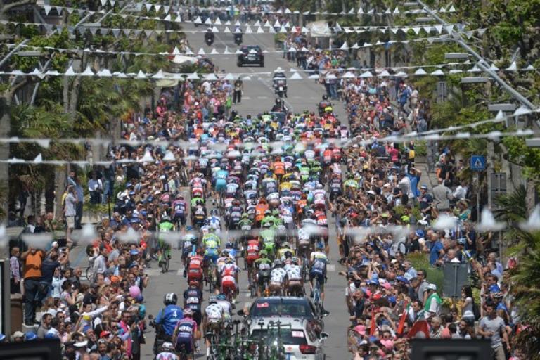 Peloton starts Giro d'Italia 2015 Stage 10 (picture ANSA, Dal Zennaro)