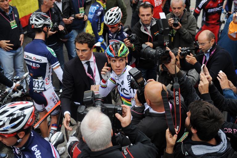 Philippe Gilbert in rainbow jersey, Lombardia 2012 (copyright Fabio Ferrari, LaPresse, RCS Sport)