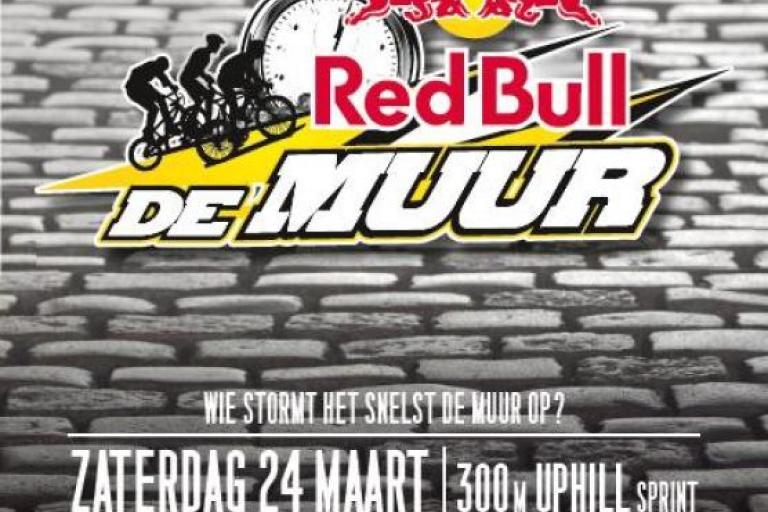 Red Bull De Muur Poster
