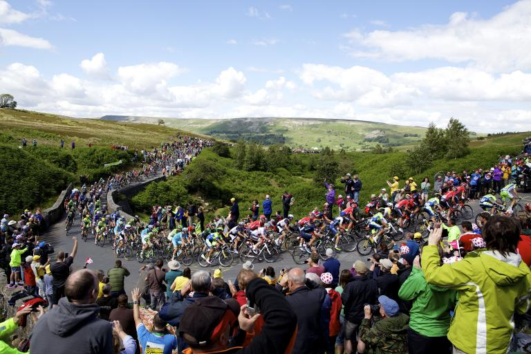 TdF_2014_Stage_1_(picture_courtesy_Welcome_to_Yorkshire)