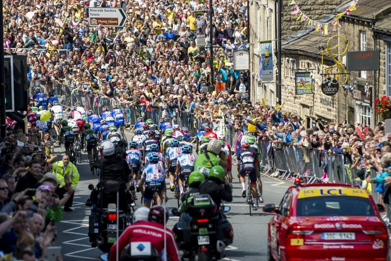 Yorkshire Grand Depart crowd (picture credit Welcome to Yorkshire, letouryorkshire com)