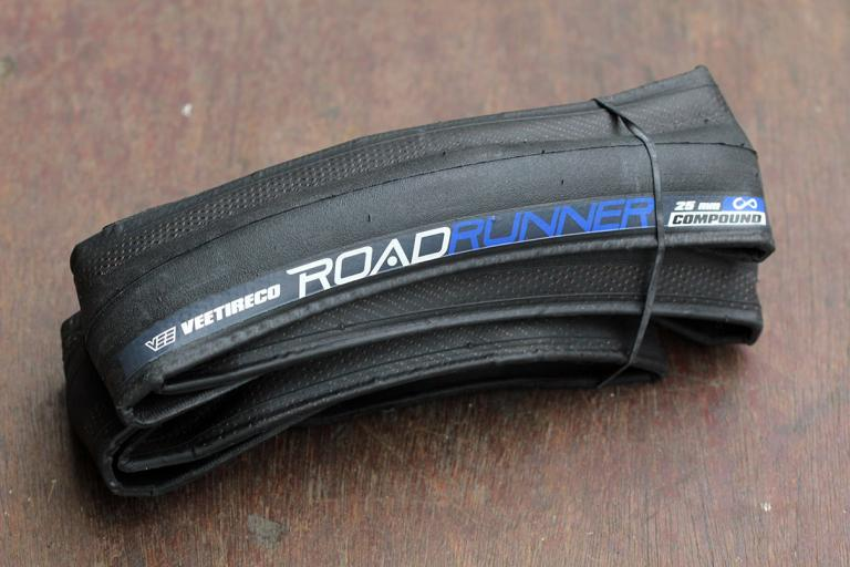 Vee Tire Co Road Runner Tyre