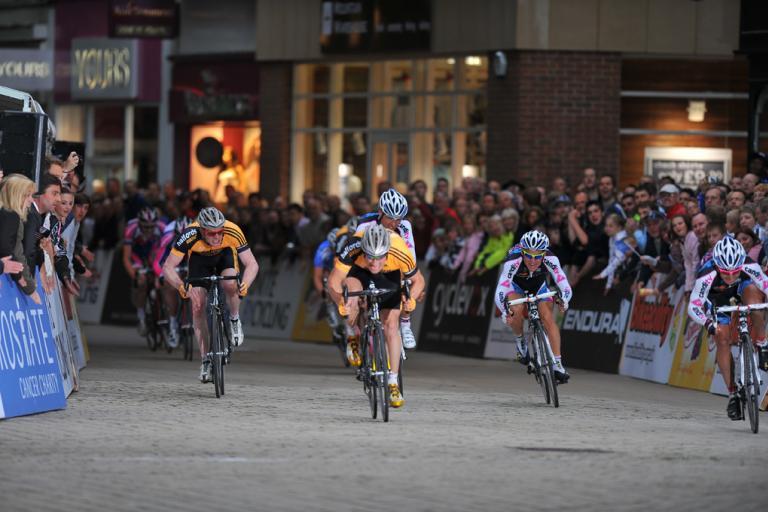 Tour Series 4: Sprint for the line pic: Joolze Dymond www.joolzedymond.com