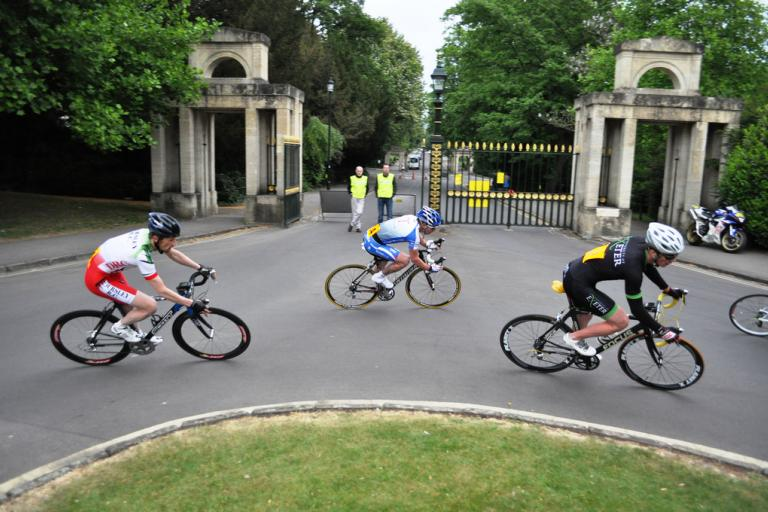 Victoria Park crits 2 (Nigel Shoosmith).jpg