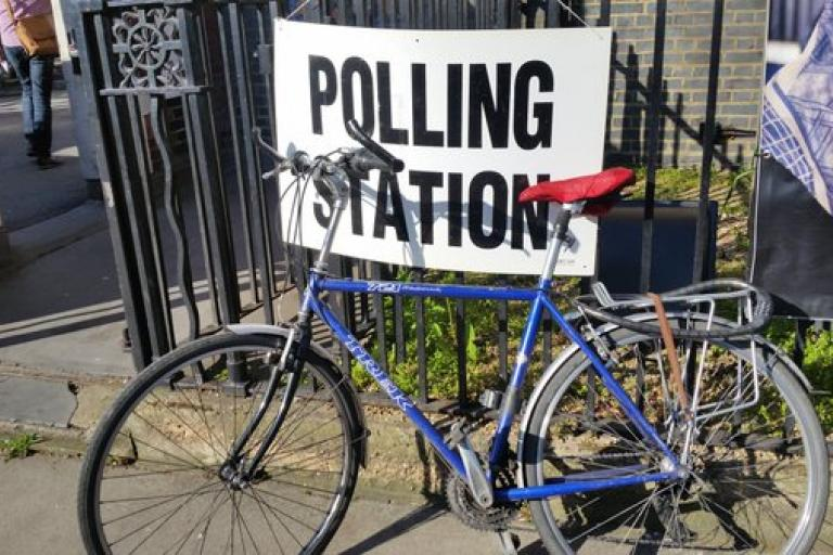 Jeremy Corbyn bikesatpollingstations May 2016 (source - Twitter).jpg