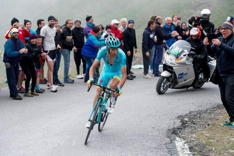Michele Scarponi on an ascent during the Giro d'Italia (picture credit ANSA).jpg