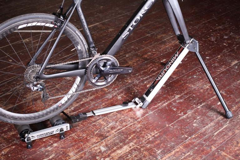 Minoura FG220 Hybrid Roller - bike mounted.jpg