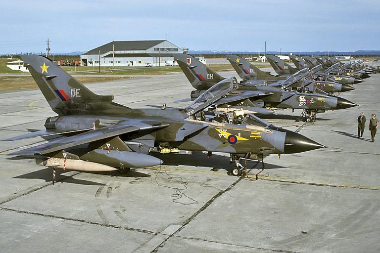 RAF_Panavia_Tornado_GR1A.jpg