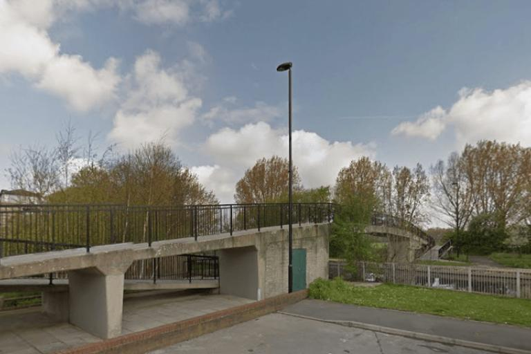 The River Lee at Daubeney Road, Hackney Marshes (source Google Street View).PNG