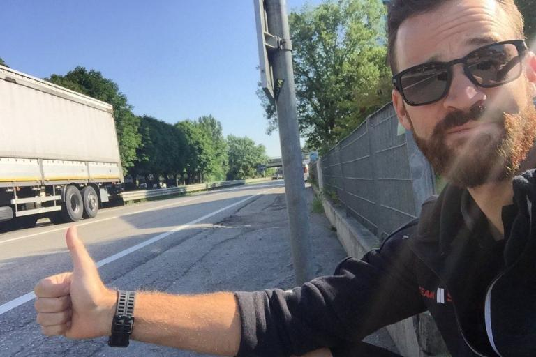 Simon Geschke thumbing for a lift (via Twitter).jpg