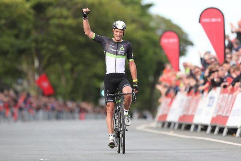 Steve Cummings wins national road championship 2017 (picture SWPix.com via Britishcycling.org_.uk).jpg