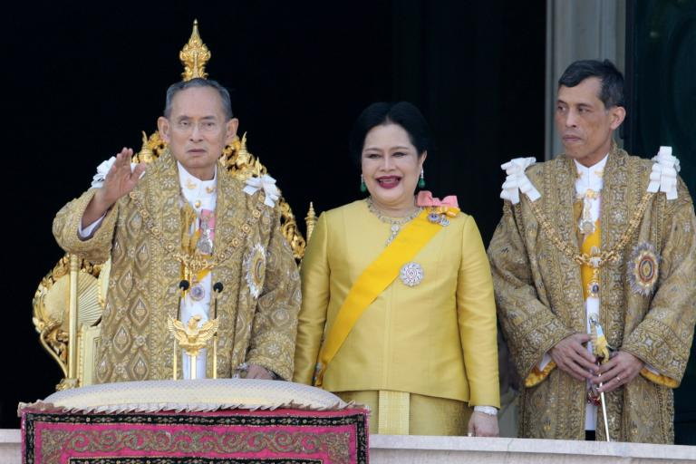 Thai Royal Family (c) manhhai Flickr.jpg
