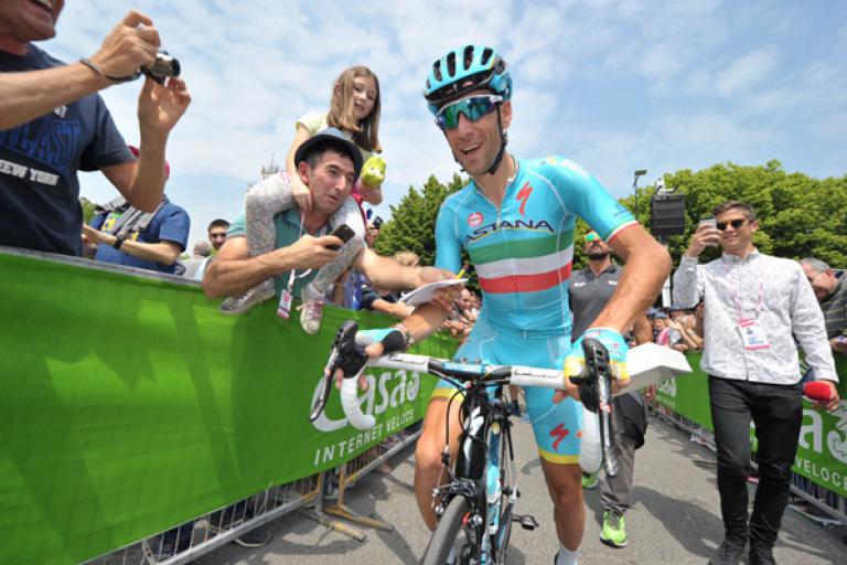 Vincenzo Nibali at start of 2016 Giro d'Italia Stage 19 (PHOTO CREDIT ANSA - PERI - DI MEO - ZENNARO).jpg